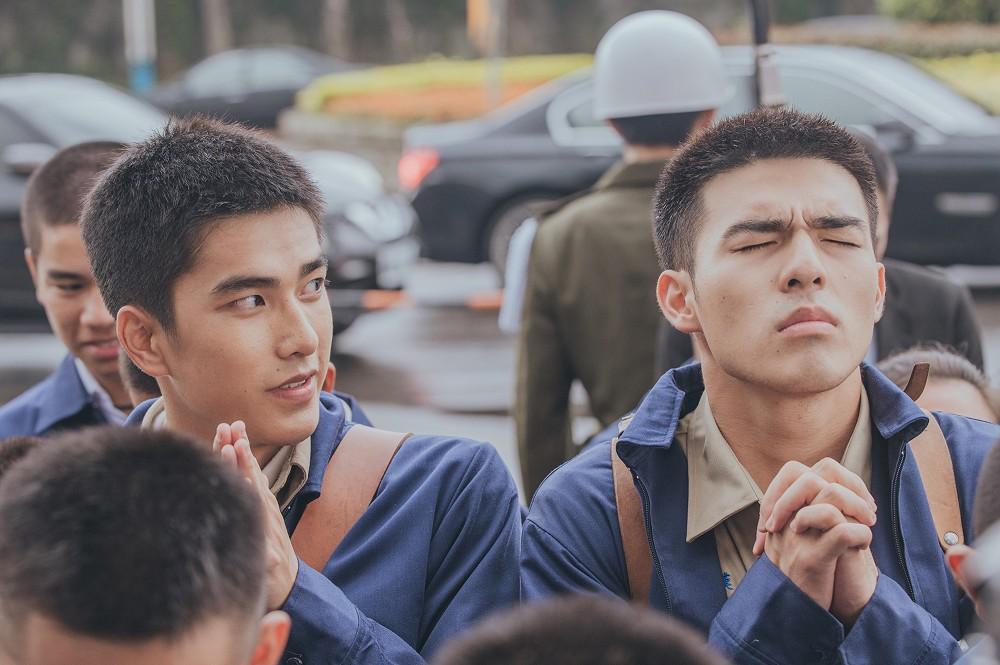 《刻在你心底的名字》故事聚焦在80年代剛解嚴的台灣,一對遊走在友誼、愛慕之間的高中同窗曾敬驊(左)與陳昊森_氧氣電影提供