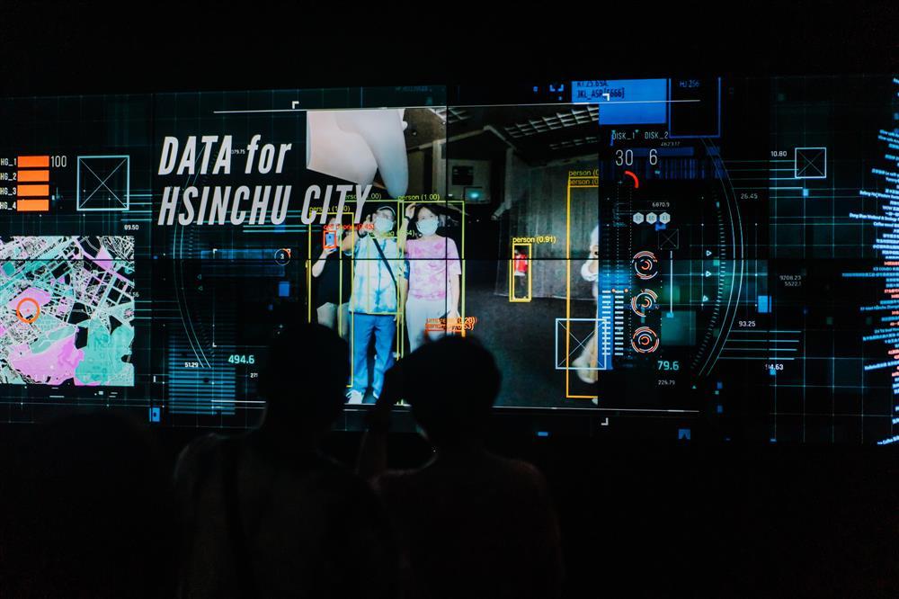 《走進新竹終端機》看見新竹完善的地理分析與交通監視系統,分析人們的生活軌跡與習慣以及AI辨識的應用