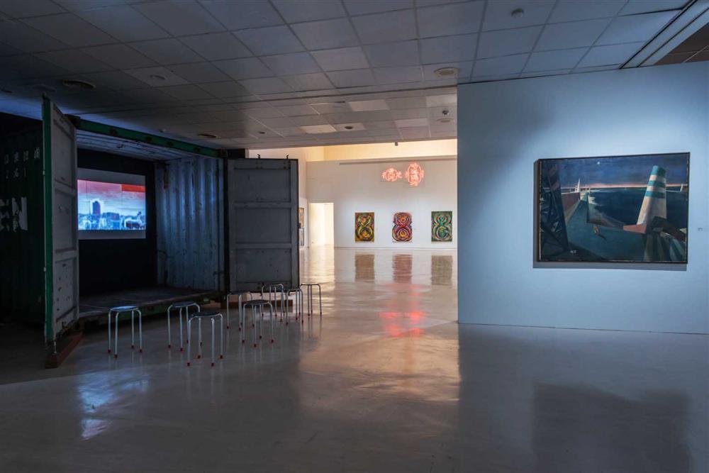 《TAKAO.台客.南方HUE:李俊賢》紀念展展覽現場,以貨櫃回應其策展人身分及對高雄城市的深情。