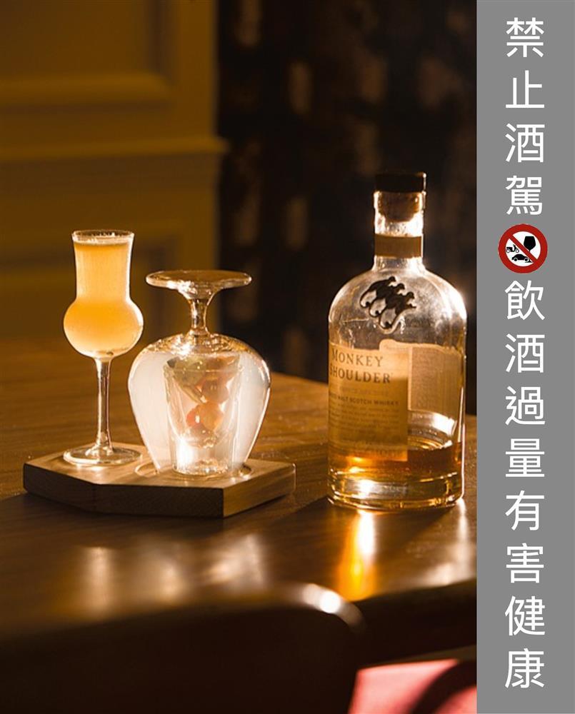 Monkey Shoulder調和威士忌60ml、索甸甜白酒30ml、新鮮水梨1片、Roasted Malt Smoke