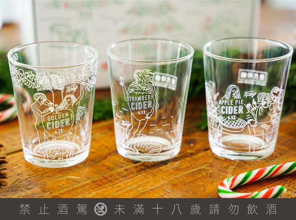 三款不同風味的CIDER,搭配三款專屬玻璃杯,以雪白色調為主視覺,呈現濃濃聖誕節的氣息(圖/臺虎精釀提供)
