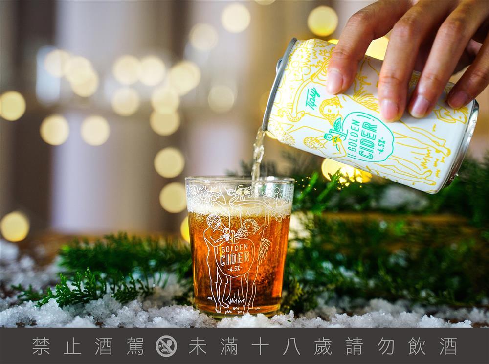 不僅有漂亮的酒標,還有訂製玻璃杯款可以收集,2020年聖誕節交換禮物中超澎湃的第一選擇。(圖/臺虎精釀提供)