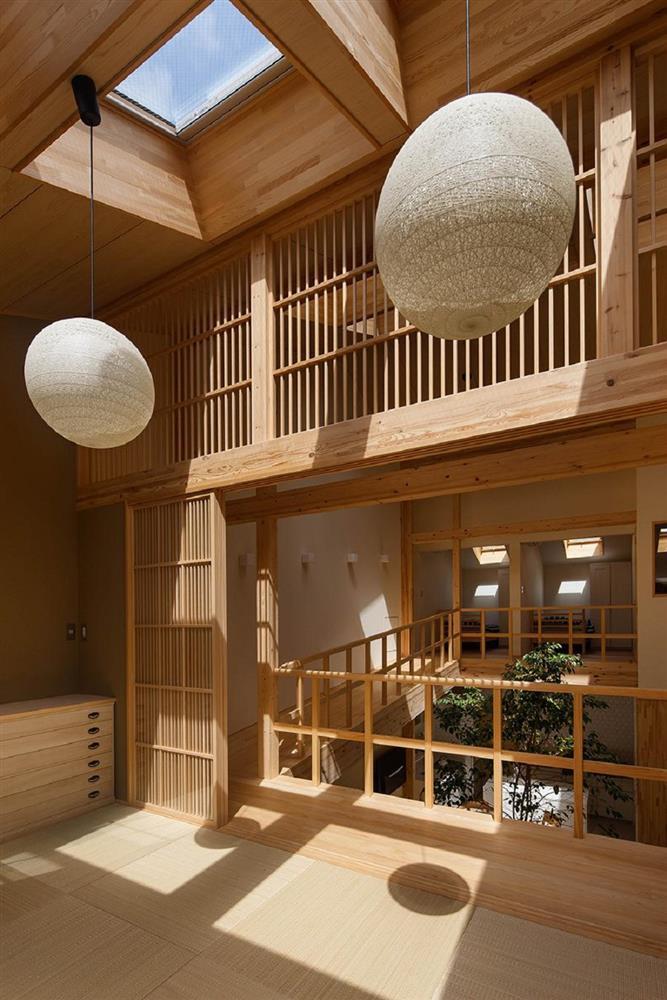 將庭院綠樹搬進家中!京都木質設計住宅 融合日式傳統與現代建築美學_07