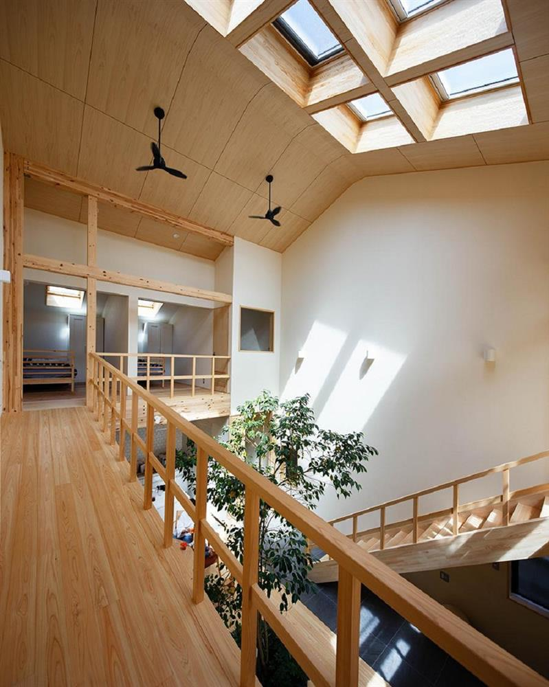 將庭院綠樹搬進家中!京都木質設計住宅 融合日式傳統與現代建築美學_10