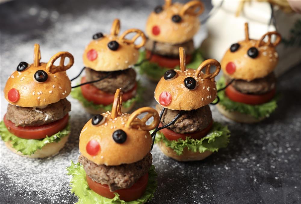 台北酒店_「麋鹿雪橇漢堡堡」則是將麋鹿造型的麵包製成漢堡