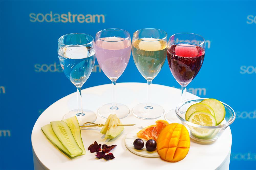 圖四:為了讓全台消費者更深度體驗sodastream令人驚豔的氣泡水口感,現場特別準備了派對限定特調,邀請消費者選擇自己最對味的飲品和氣泡濃度,sodastream邀你恣意享受你的專屬特調!