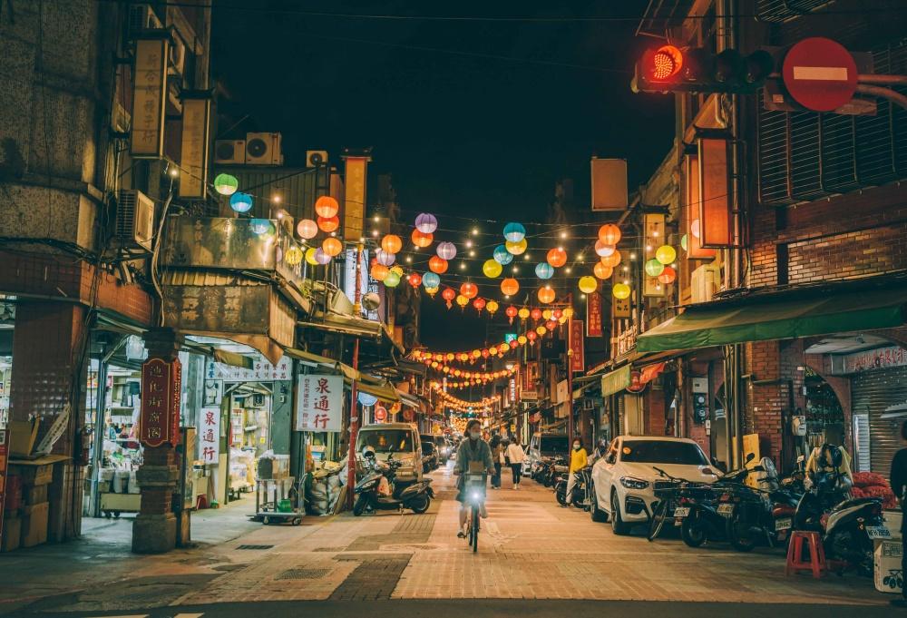 士林大稻埕燈區13士林與大稻埕串連推出元宵燈區,夜間燈飾讓老城區有了新風貌