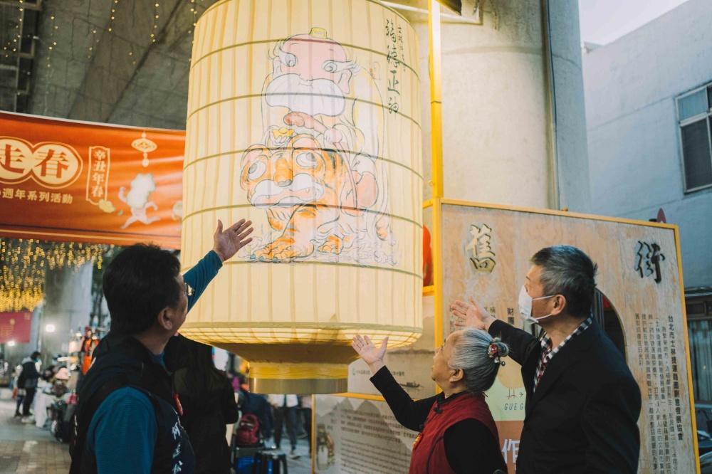 士林大稻埕燈區3士林神農宮於捷運士林站周邊推出新春燈區,與大稻埕的騎樓燈區相輝映