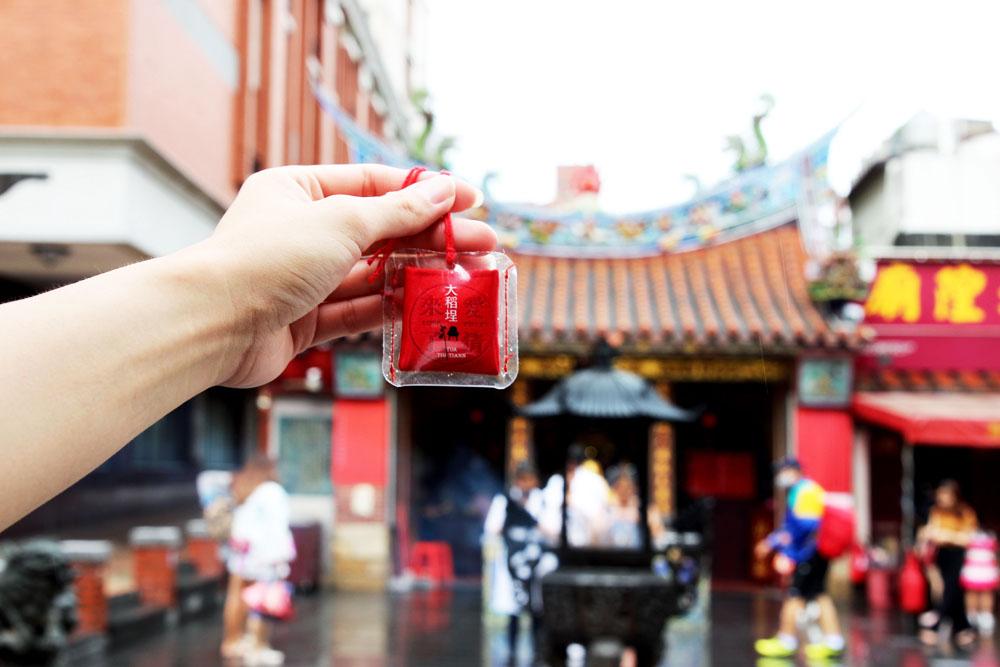 大稻埕情人節祈福香袋中,加入迪化商圈漢方香氛,以及霞海城隍廟的香火,守護好緣分