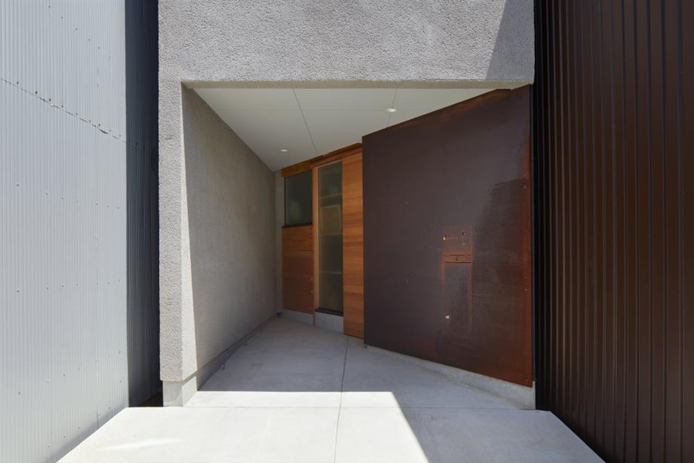 大阪「帝塚山の家」多功能木梯貫穿的小宅建築