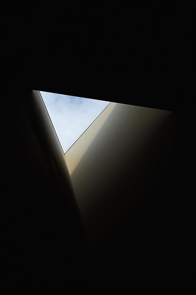 室內兩側的樓梯轉角,是安藤給每一個來訪者的小小驚喜。