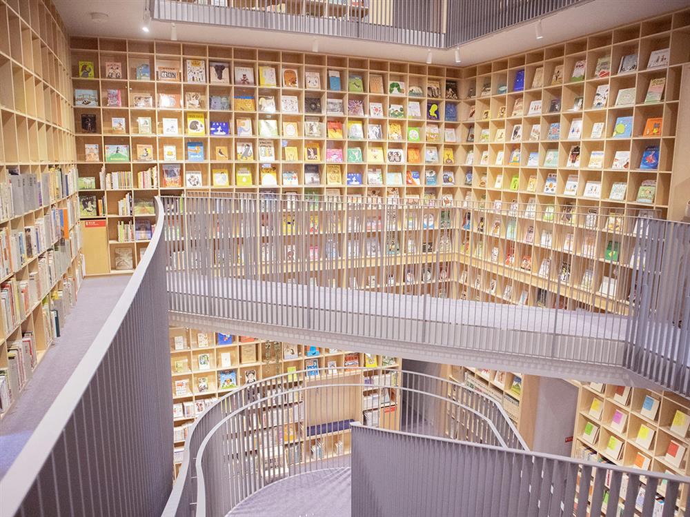 安藤忠雄為兒童設計的圖書館大阪「童書森林中之島10