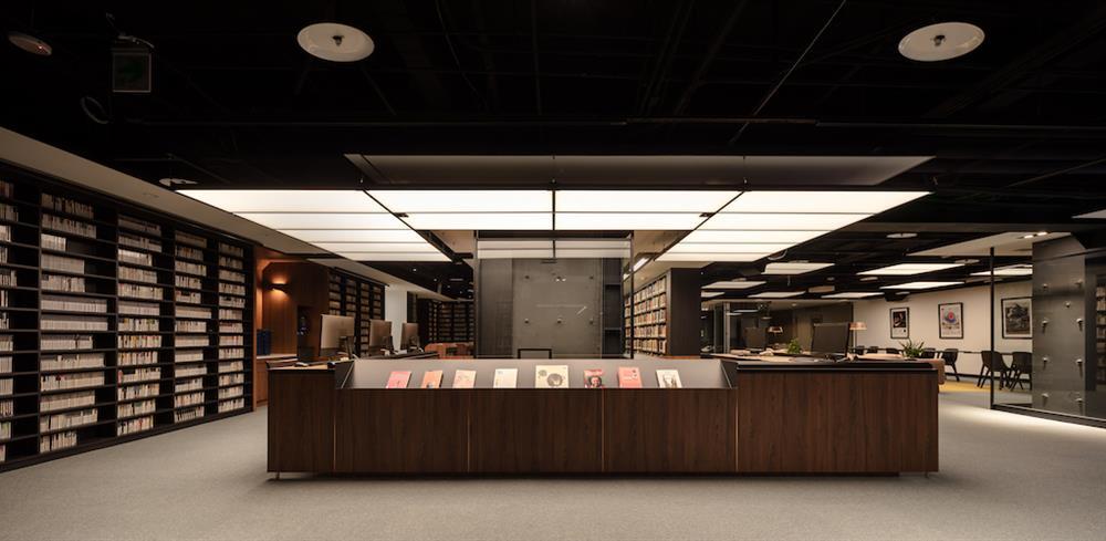 帶著全新樣貌的表演藝術圖書館,除了空間調整,符合無障礙需求、環境設備舒適、明亮,綜合硬體設備的升級、數位資料庫等型態的閱讀方式,開啟對於閱讀表演藝術的無限想像。
