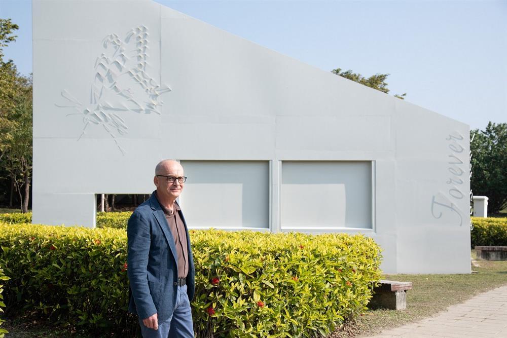 戶外作品《此刻.永恆》由義大利影子大師法布吉歐創作。
