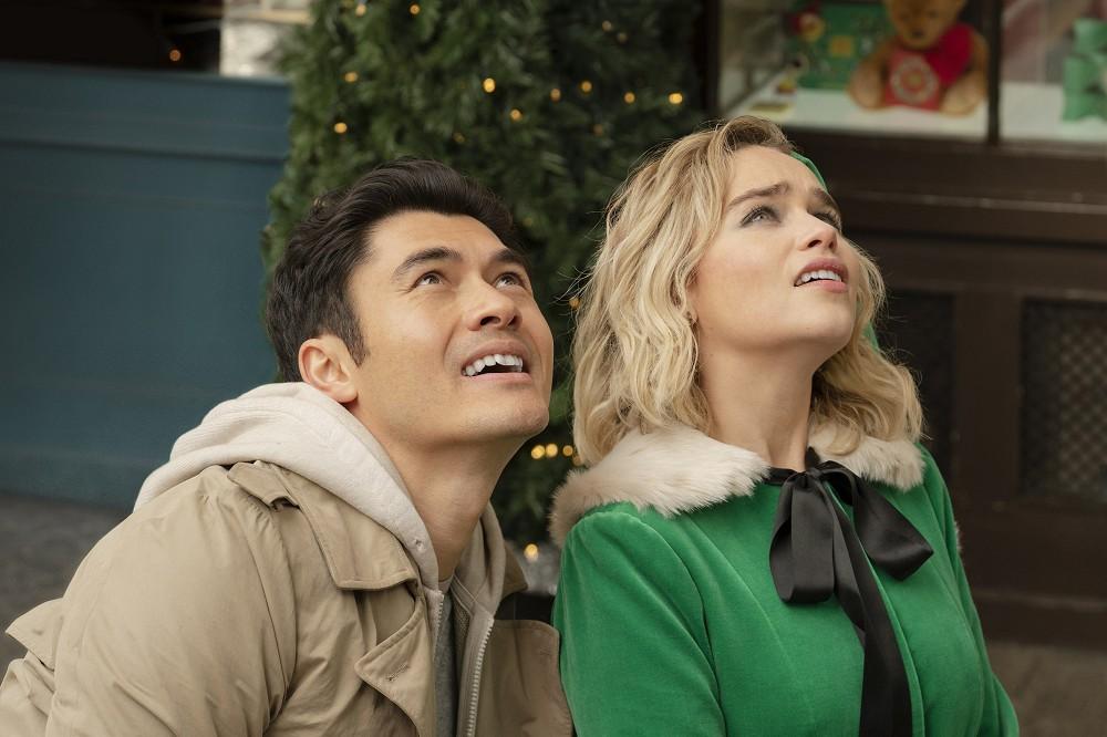 揭開《去年聖誕節》幕後秘辛!艾蜜莉亞克拉克、亨利高汀上演非傳統浪漫