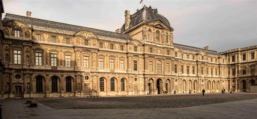 攻佔羅浮宮