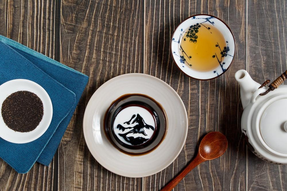 故宮山水畫搖身一變成為立體仙草凍,讓民眾享受詩畫般的甜品美學。