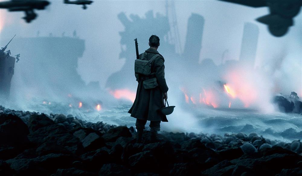 導演克里斯多夫諾蘭的《敦克爾克大行動》不講戰爭中的敵我交鋒,而是將焦點放在那場戰役一處生存畸零地。