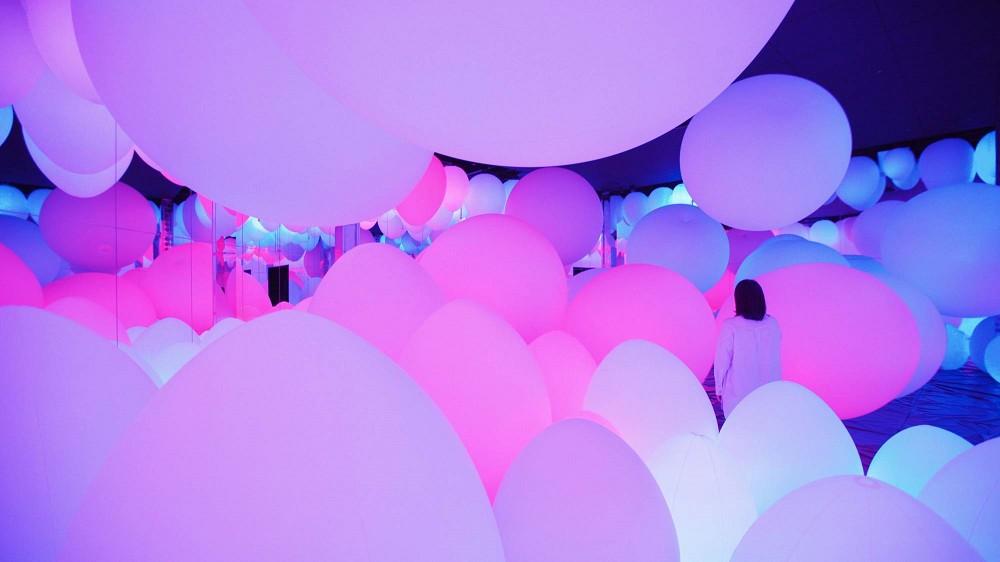 氣旋球和呼應的無重力生命森林
