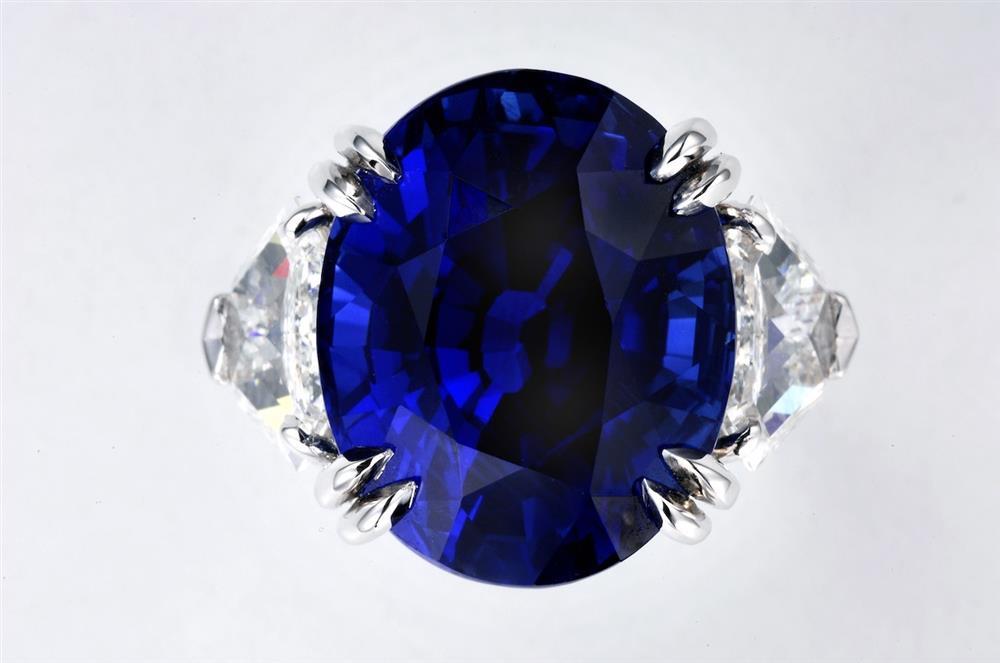 海瑞溫斯頓橢圓形切工藍寶石鑽石戒指