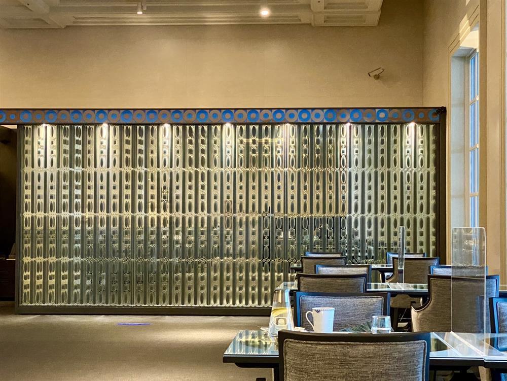 深藍奇美博物館概念店以藍色、金屬銅等色系交織出低調奢華的典雅質感。_1