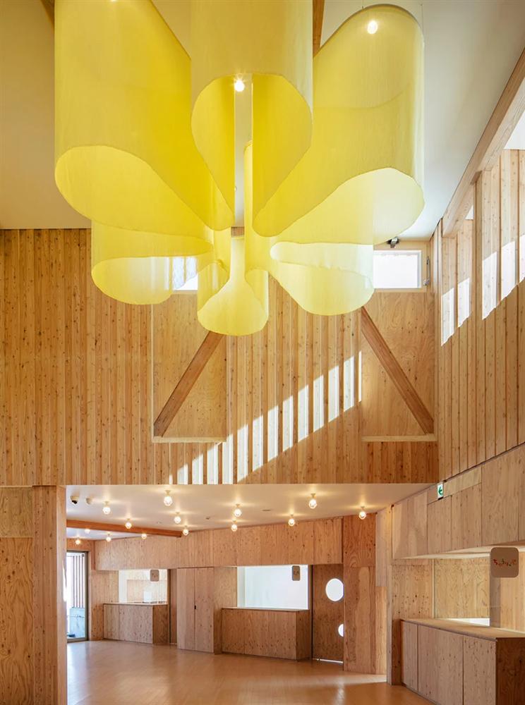 白雪裡的層疊餅乾屋!以向日葵為靈感的北海道木造幼兒園Yawara2