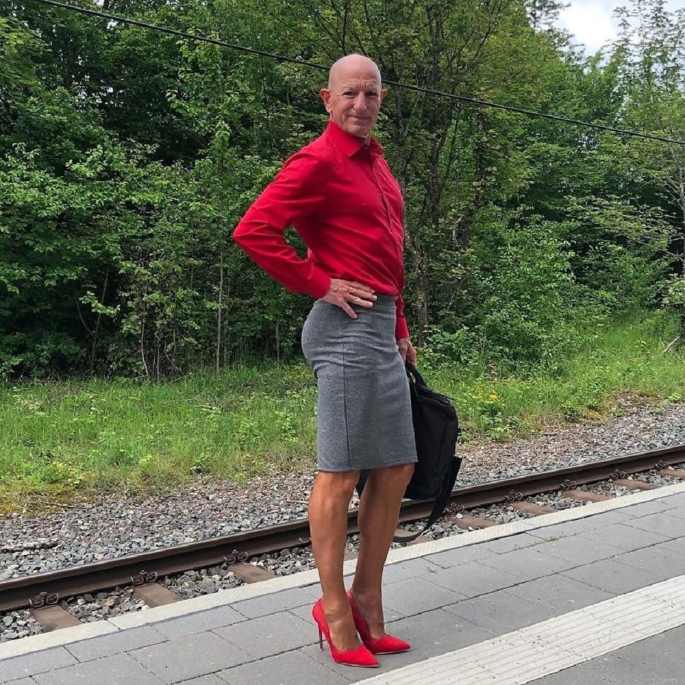 Engineers love to wear genderless to break the impression of clothing, American engineers wear skirts and high heels