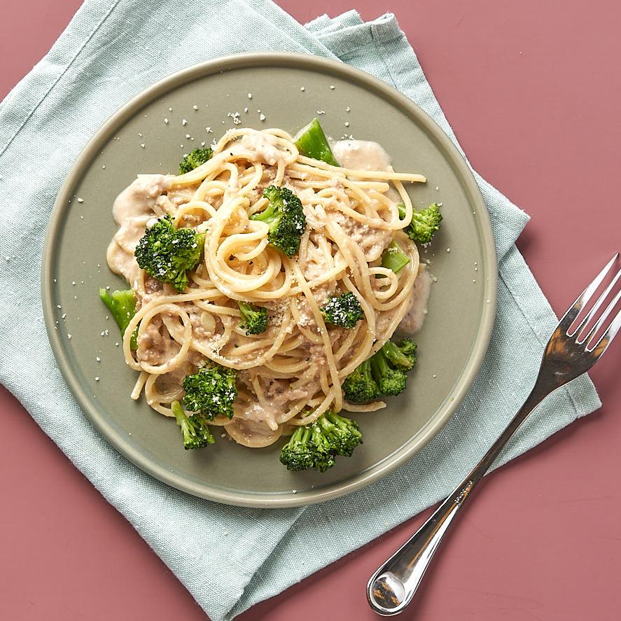 義蕯芭蒂推出各種義大利麵,搭配湯品、甜點與飲料,均一套餐價380元。