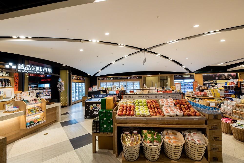 誠品信義店新24小時書店|全台唯一24小時書店裡的生鮮超市「誠品知味市集」。