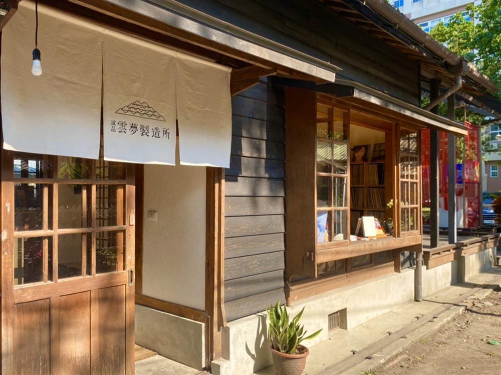 誠品書店「雲夢製造所」於雲林斗六雲中街即日起開張。