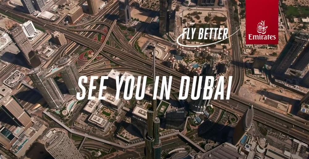 阿聯酋航空空姐登上杜拜哈里發塔廣告截圖6