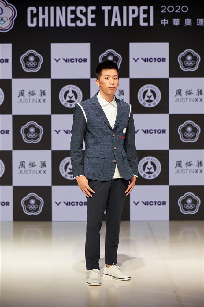 鞍馬王子李智凱穿著周裕穎設計的進場服