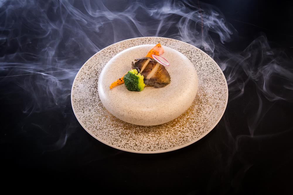 鷹料理-甘甜的炙燒北海道干貝,搭配充滿海洋風味的根室赤海膽,每一口都是滿足