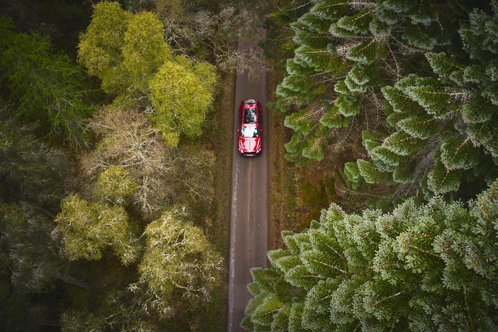 麥卡倫與賓利汽車攜手踏上非凡旅程-1