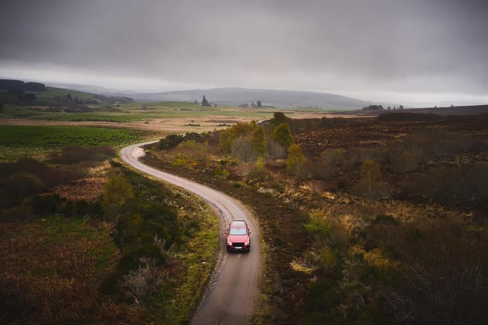 麥卡倫與賓利汽車攜手踏上非凡旅程-2