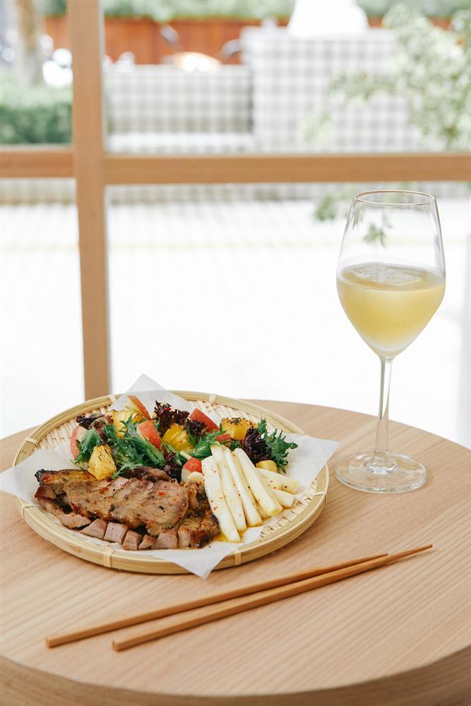 (三)百香果油醋烤豬肉配季節蔬果