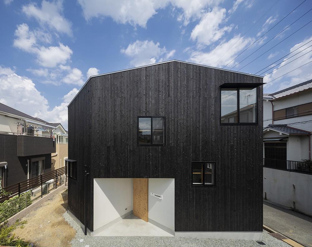 3層樓高卻有16層空間!大阪「高槻の住居」設計住宅_01