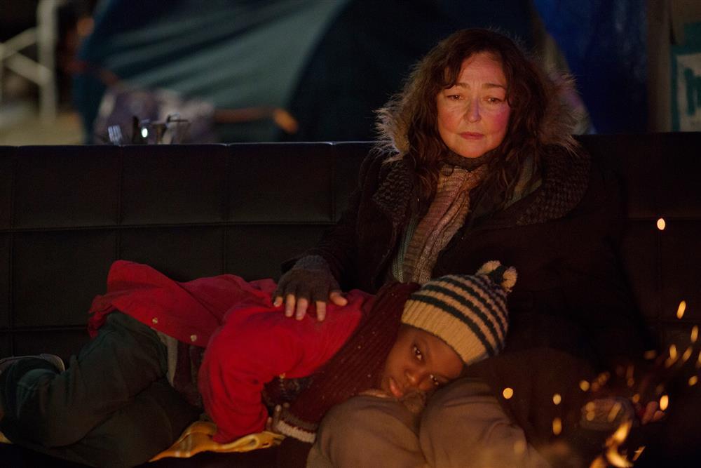 002【巴黎星空下】劇照_凱瑟琳芙蘿(右)與瑪哈瑪杜雅法(左)演繹動人忘年情誼