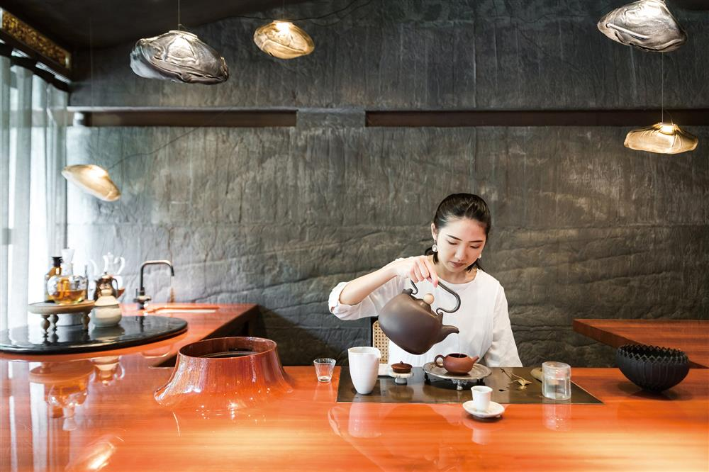 這裡的茶師們十分年輕,都是加入琥泊後才開始學習茶藝。