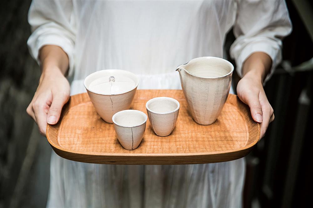 琥泊會定期和不同藝術家合作,設計專屬茶具。