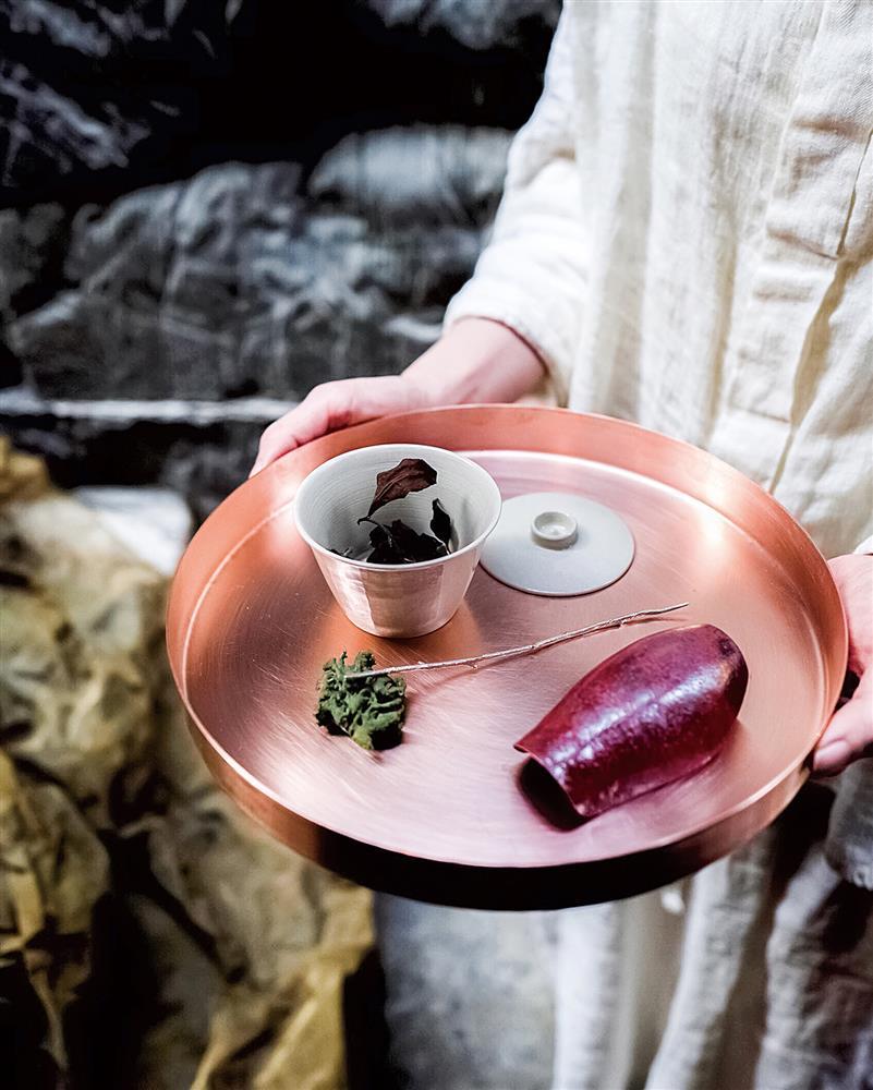 品茶時,茶師會一一講解茶的來源產和特色,增添客人對台灣茶的認識。