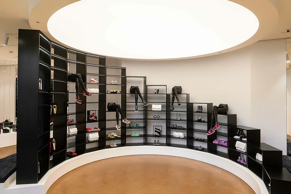 08【店景照】香奈兒鞋履限時專賣店_組合式隔層如鞋盒堆疊