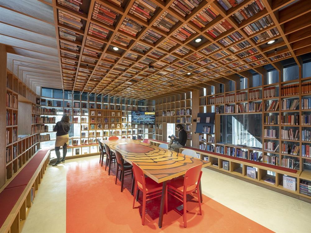 15_LocHalLibrary_interior_design_image_by_Ossip_Architectuurfotografie