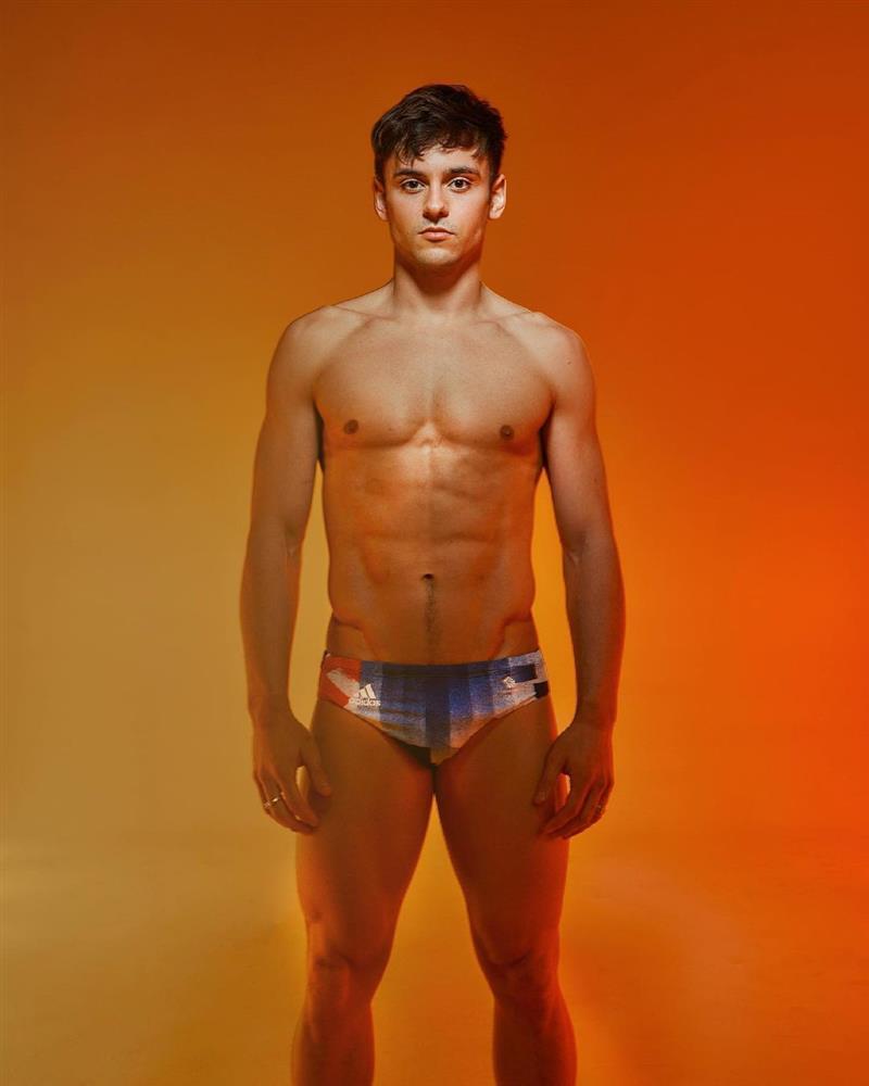東京奧運英國跳水金牌Tom Daley!場邊打毛線成亮點、為獎牌親手打造針織收納袋_01
