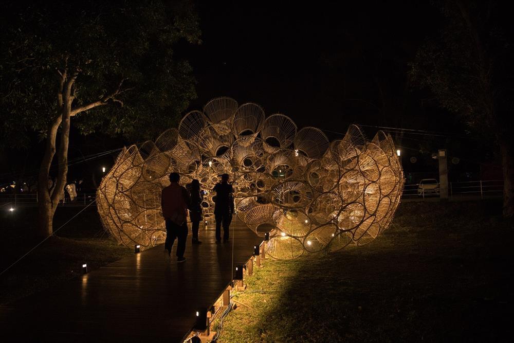 《源流—筌屋IV后里》以台灣傳統捕魚工具「魚筌」為題,由上百位台中在地居民參與。