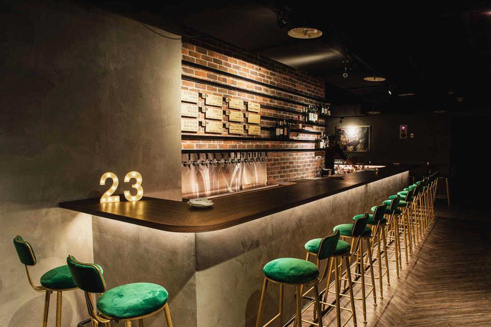 23號啤酒精心打造的全新品飲空間,主打自家精釀啤酒,店內供應10-12款生啤