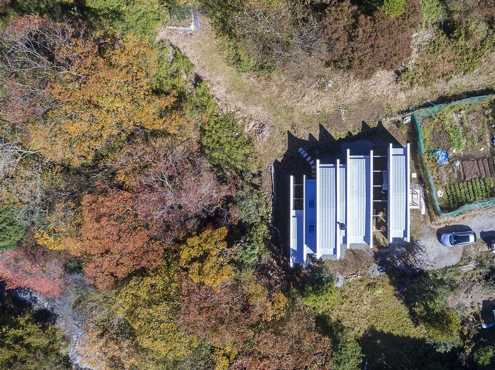 日本設計別墅!「山中第二個家」用7個長型空間收納蓊鬱山色02