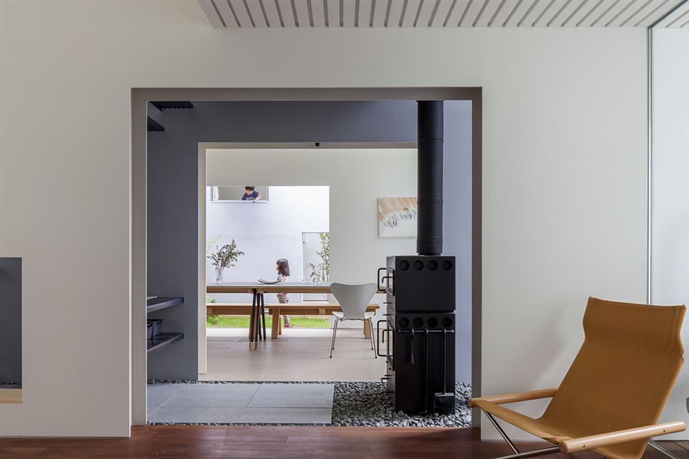 日本設計別墅!「山中第二個家」用7個長型空間收納蓊鬱山色04