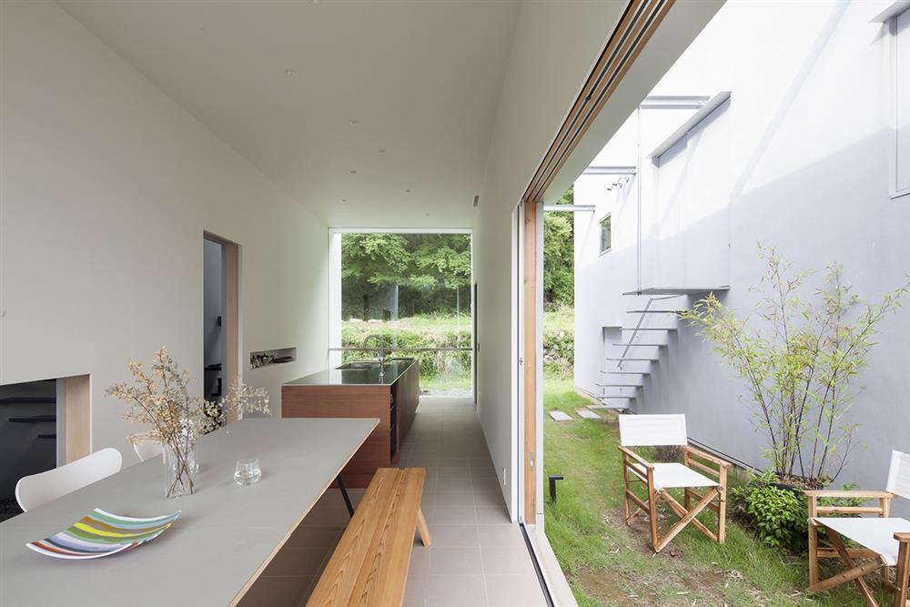 日本設計別墅!「山中第二個家」用7個長型空間收納蓊鬱山色07