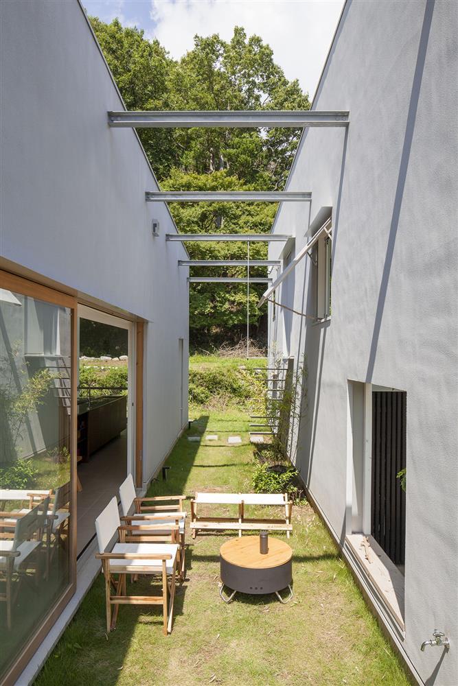 日本設計別墅!「山中第二個家」用7個長型空間收納蓊鬱山色05